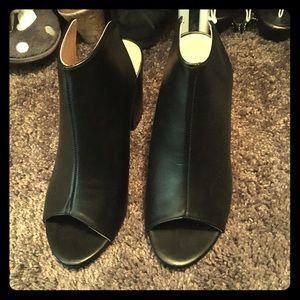 🆕 black peep toe heel
